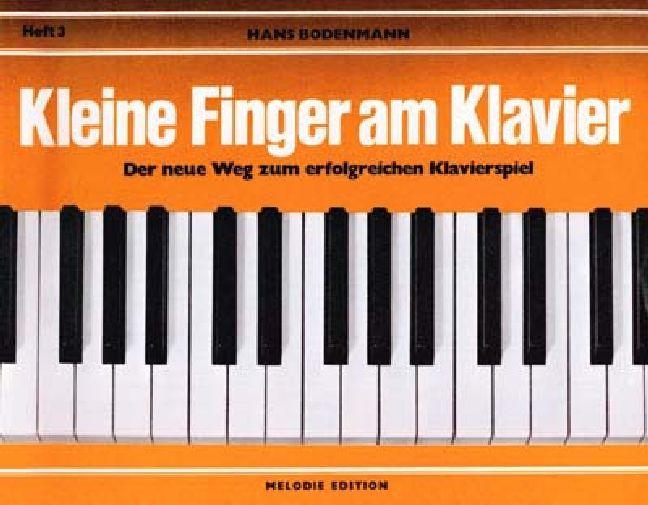Kleine Finger am Klavier 3